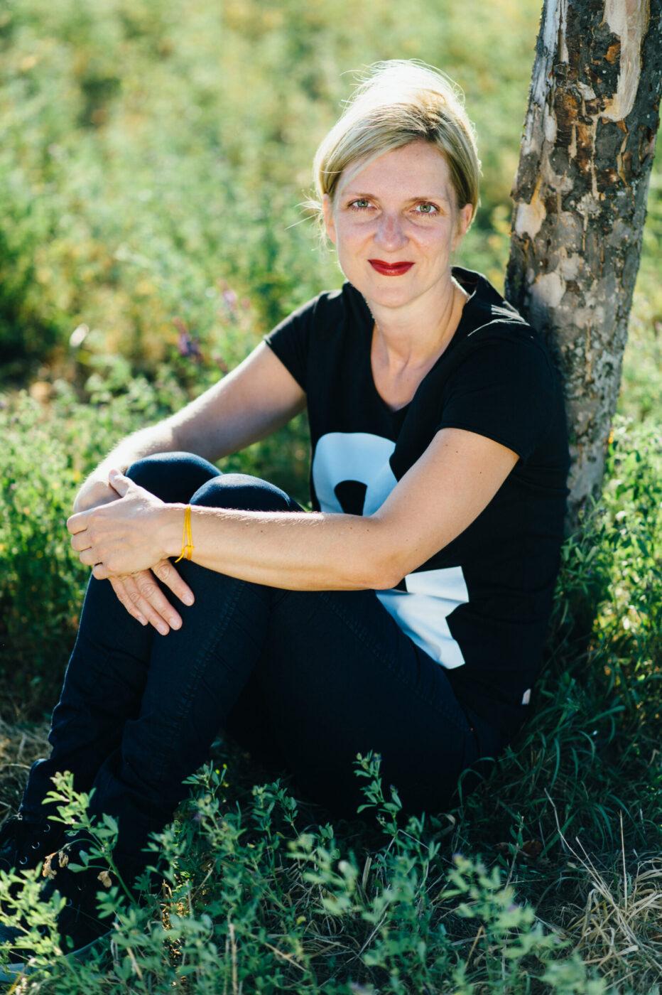 Lydia Krüger im Grünen
